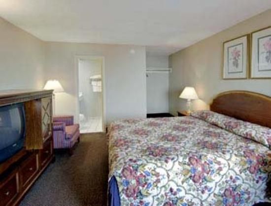 Americas Best Value Inn - Downtown / Midtown: Standard King Bed Room