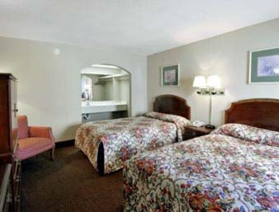 Americas Best Value Inn - Downtown / Midtown : Standard Two Double Bed Room