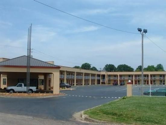 Photo of Colonial Inn & Suites Memphis