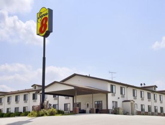 Sunset Inn: Welcome to the Super 8 Williamsburg/Amana Area