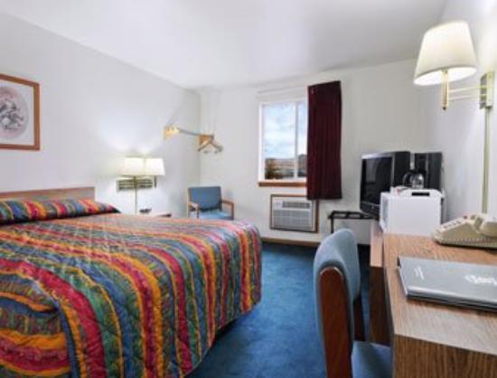 Days Inn Lewiston: Standard King Bed Room