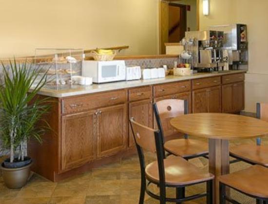 Super 8 Rochester/Fairgrounds Area: Breakfast Area