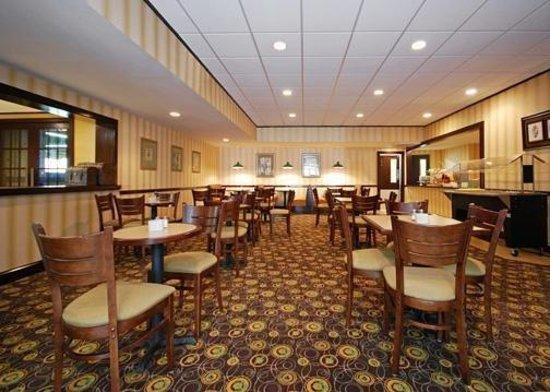 Quality Inn Near Fort Benning: Breakfast Area