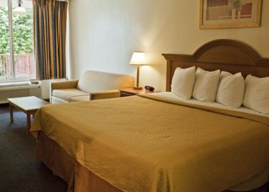 Motel 6 Bricktown: Quality Inn Ok King Suite