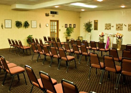 Motel 6 Bricktown: Quality Inn Ok Meeting Area