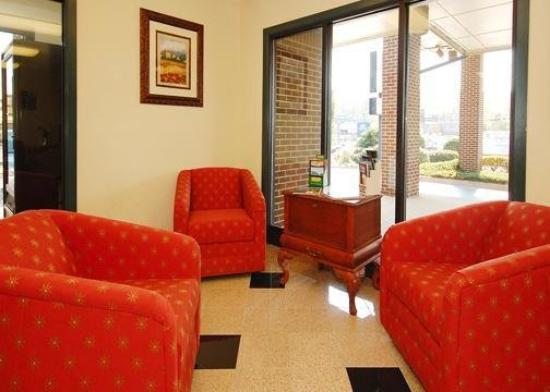 Econo Lodge Inn & Suites : Lobby