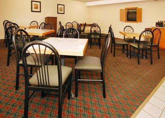 Econo Lodge Inn & Suites : Restaurant