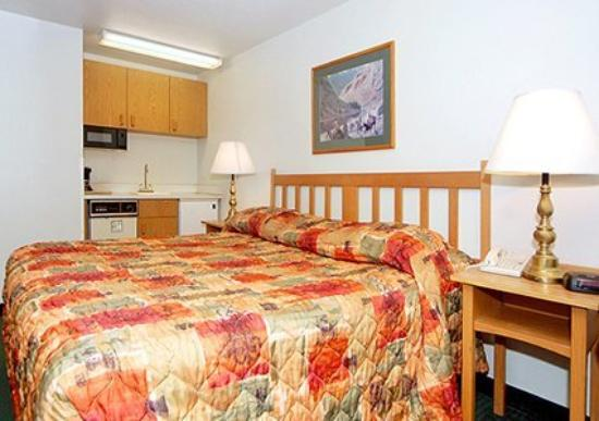 Rodeway Inn: Guest Room -OpenTravel Alliance - Guest Room-