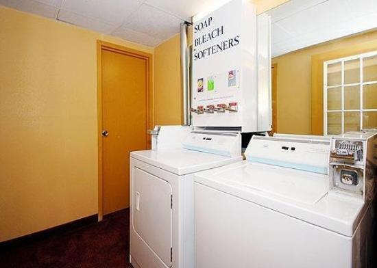 Days Inn Hagerstown: Guest Laundry