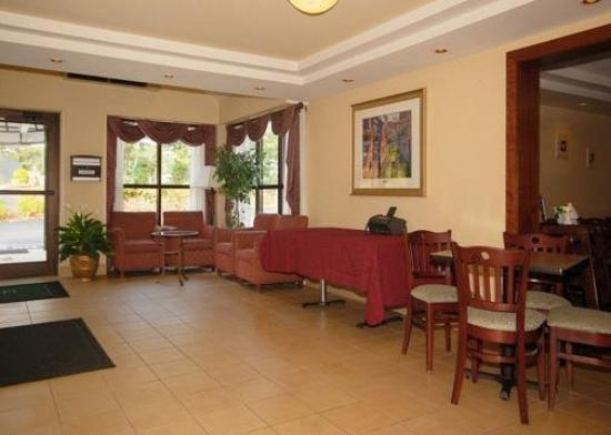 All Seasons Inn & Suites: Lobby