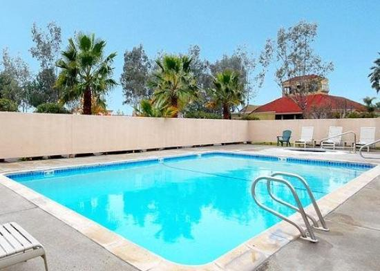 Quality Inn & Suites Vacaville: Pool
