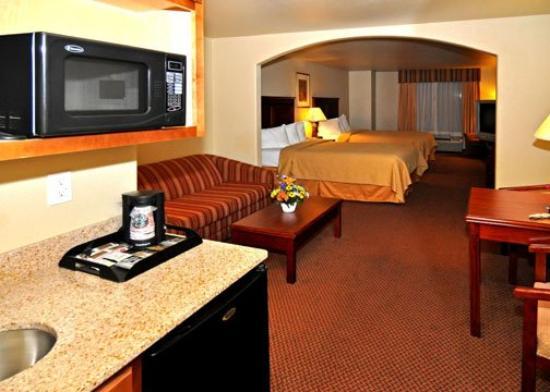 Quality Inn & Suites: Double Queen Suite