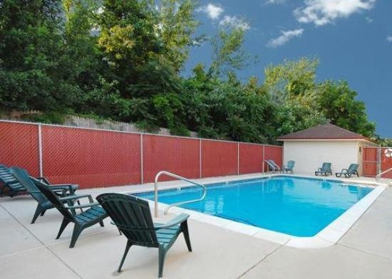 Quality Inn Pleasantville: Pool