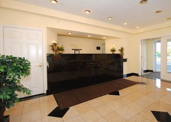 Quality Inn Pleasantville: Lobby