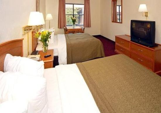 Quality Inn Pensacola: Guest Room (OpenTravel Alliance - Guest room)