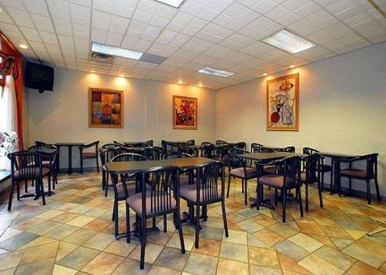 Quality Inn & Suites Livonia: Restaurant