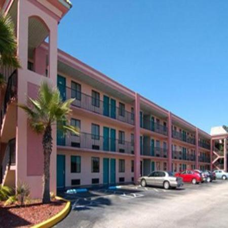 Quality Inn & Suites Kissimmee by The Lake: Exterior