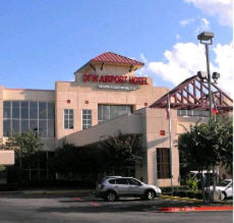 DFW Airport Hotel & Conference Center: Front Entrance