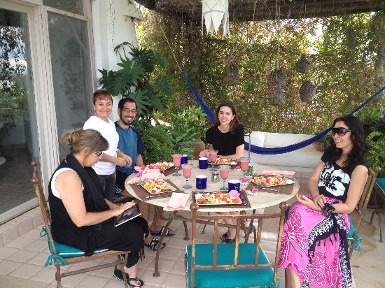Casa Contenta Bed & Breakfast: Dora serving us breakfast second floor