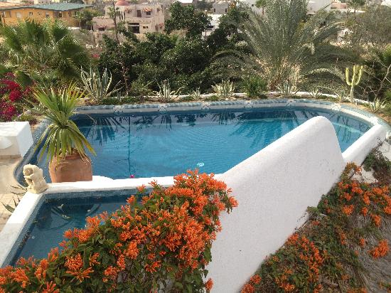 Casa Contenta Bed & Breakfast: pool and jacuzzi on second floor