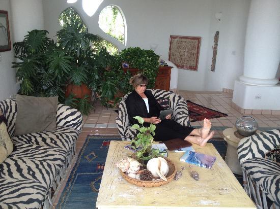 Casa Contenta Bed & Breakfast: main living area second floor