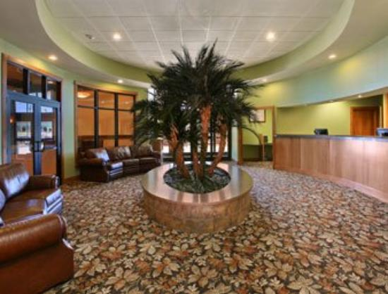 Ramada Tropics Resort / Conference Center Des Moines: Lobby
