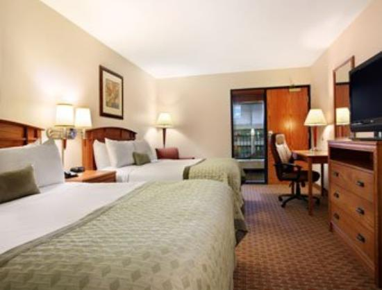 Ramada Tropics Resort / Conference Center Des Moines: Standard Two Double Bedroom