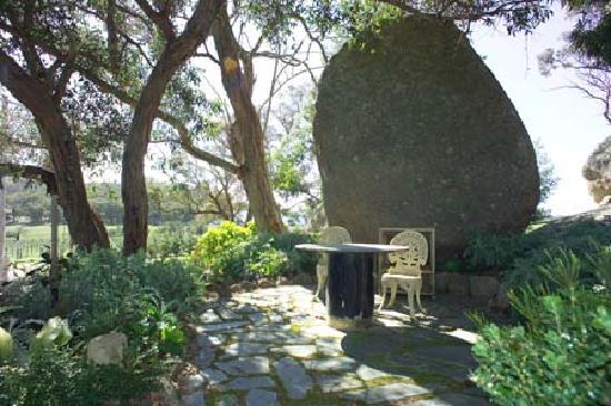 Kyneton Ridge Estate B&B: Our beautiful and extensive gardens
