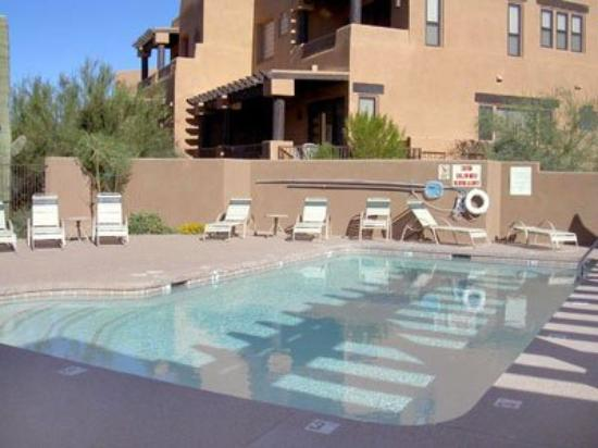 Specialty Lodging Lux Condos: Pool View