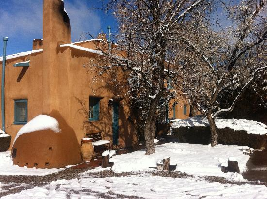 Inn at Pueblo Bonito Santa Fe: snowy in february