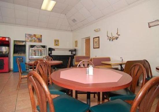 Knights Inn Bradenton: Dining Area