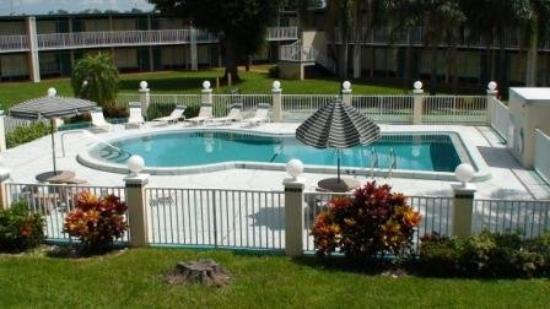 Knights Inn Bradenton: Pool