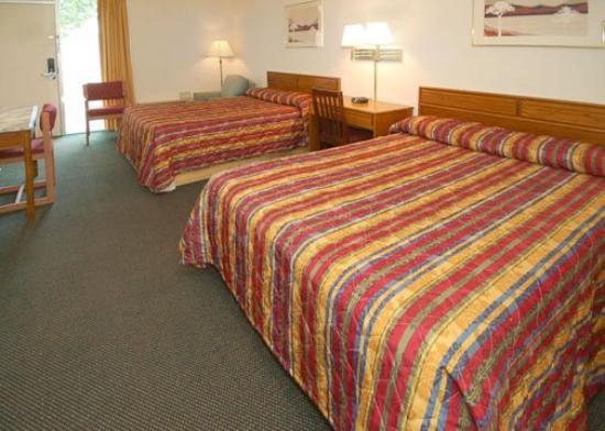 Scottish Inns & Suites McDonough: Guest Room