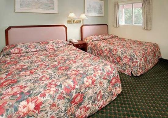 Rodeway Inn Moultonborough: Guest Room -OpenTravel Alliance - Guest Room-