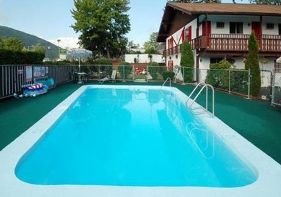 Rodeway Inn Moultonborough: Pool (OpenTravel Alliance - Pool view)