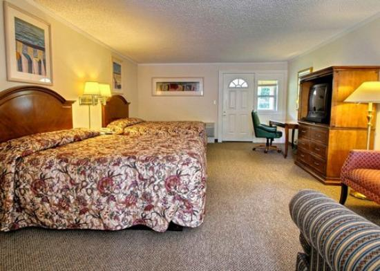 Rodeway Inn & Suites: Guest Room (OpenTravel Alliance - Guest room)