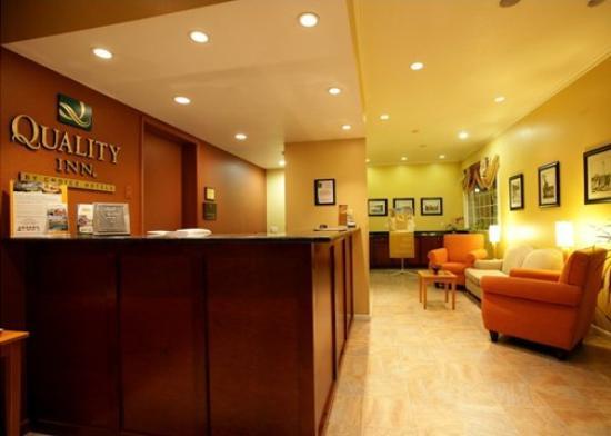 Quality Inn: Lobby