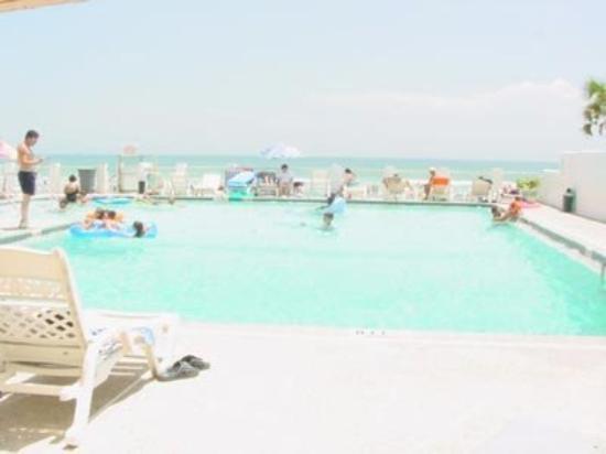 Daytona Beach Club Oceanfront Inn: Pool
