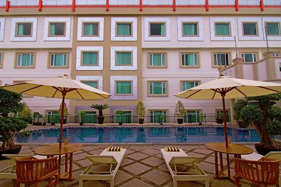 Photo of Rocky Plaza Hotel Padang
