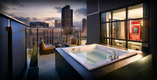 Gaslamp Hotels With Jacuzzi In Room