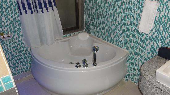 Blue Ocean Studio Rooms: Die Badewanne