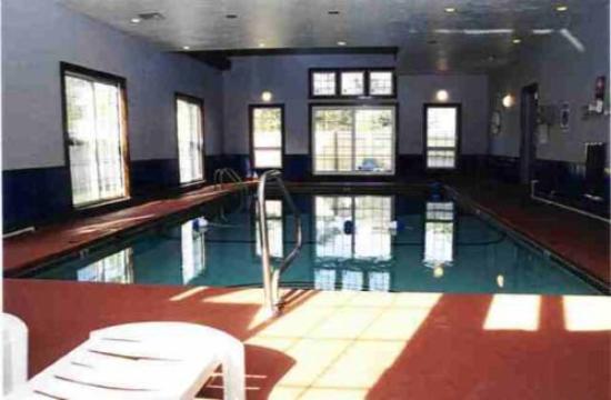 Corsair and Cross Rip Oceanfront: Indoor Pool