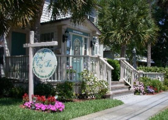 The Cozy Inn: Office/Motel Room Area