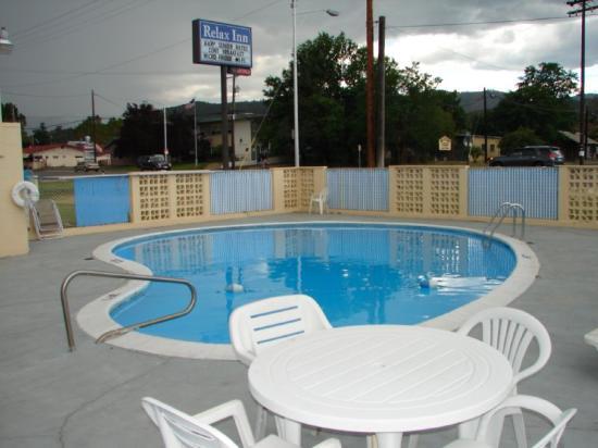 Relax Inn of Yreka: Pool