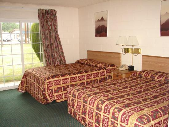 Relax Inn of Yreka: 2 Beds GardenView