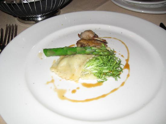 Carver's Steakhouse & Lounge: quail with egg spinash