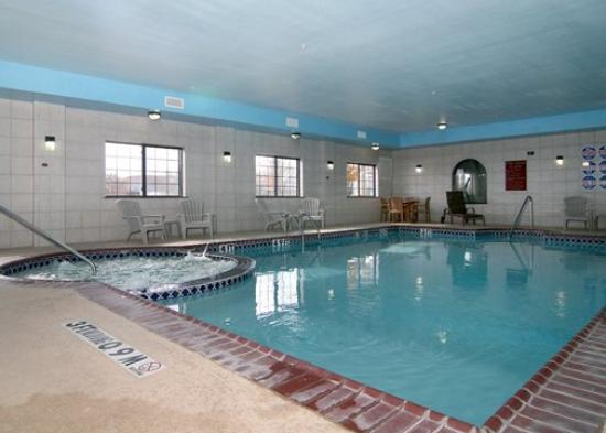 Pool picture of sleep inn suites shamrock tripadvisor for Putting shock in pool