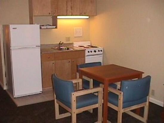 Belmont Inn & Suites : Interior