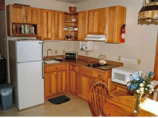 Frank and Gloria's Place: Kitchen