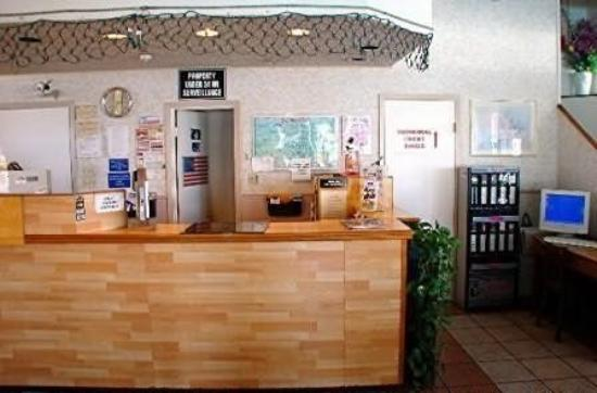 Town House Motel - Airport: Interior
